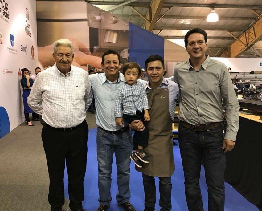 Рональд Валеро с Сыном и производителями кофе