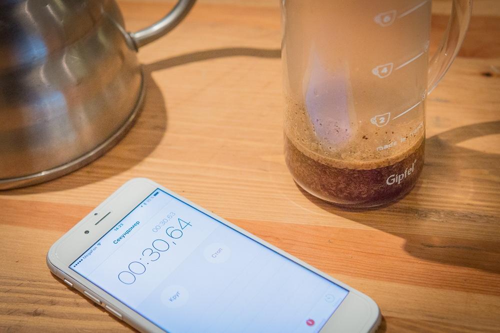 Оставьте кофе на 30 секунд, что бы он раскрылся