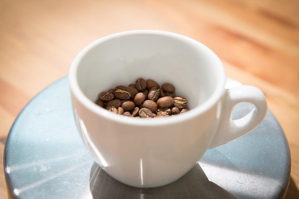 Отмерьте кофе на весах