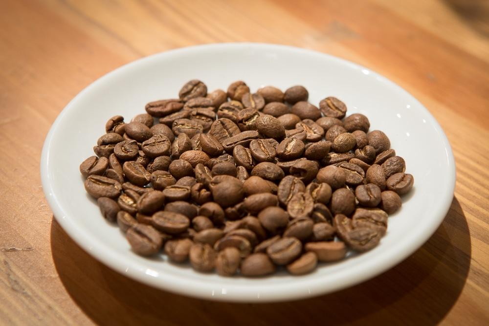 Свежеобжаренные зерна кофе